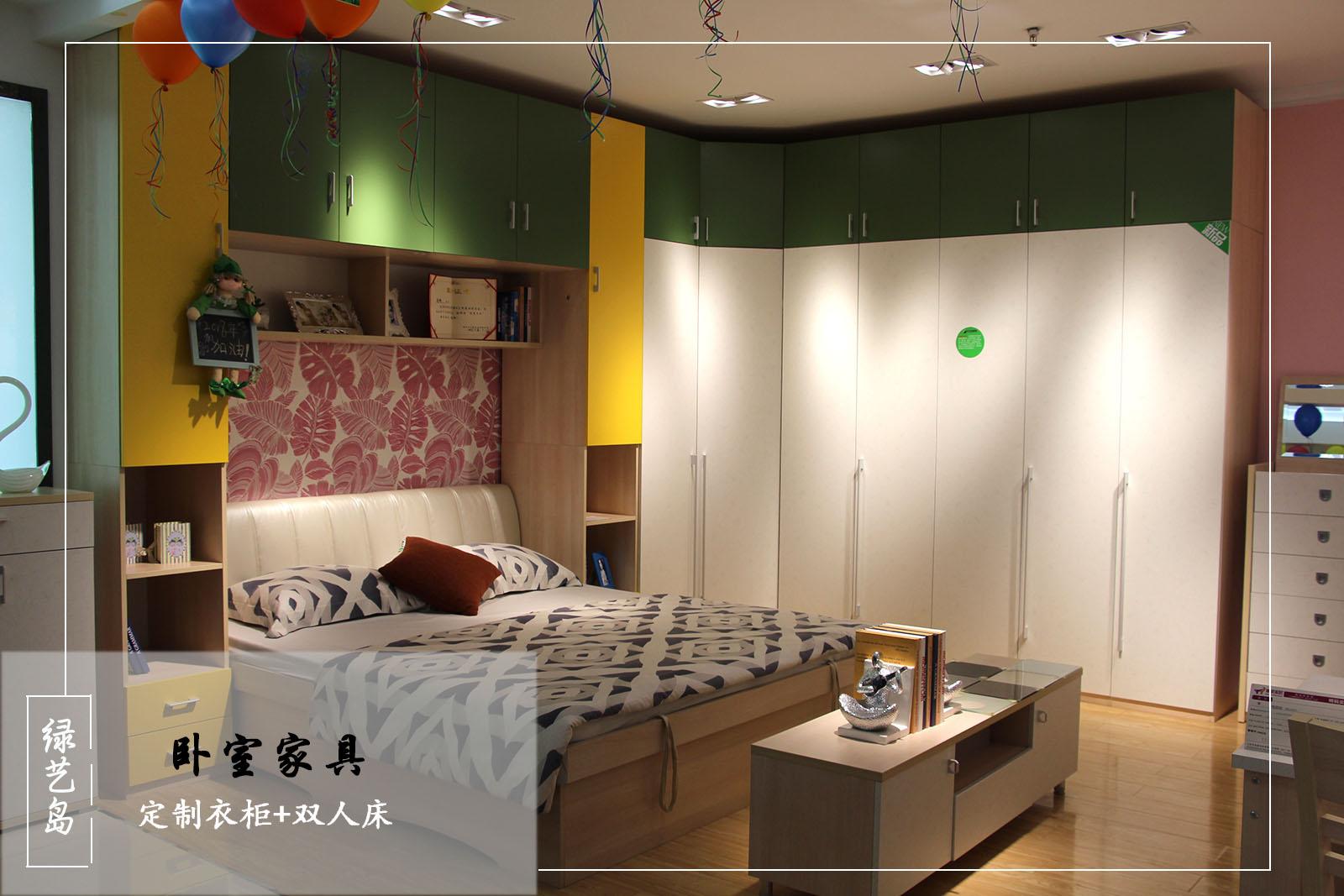 定制衣柜与雅致双人床温暖清新装点卧室