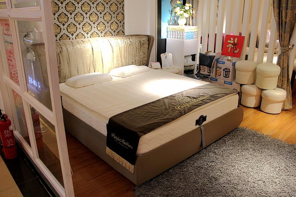 背景墙 床 房间 家居 家具 设计 卧室 卧室装修 现代 装修 1000_667